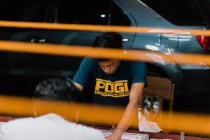 Koszulki z nadrukiem – świetny pomysł na prezent czy też na wyrażenie siebie